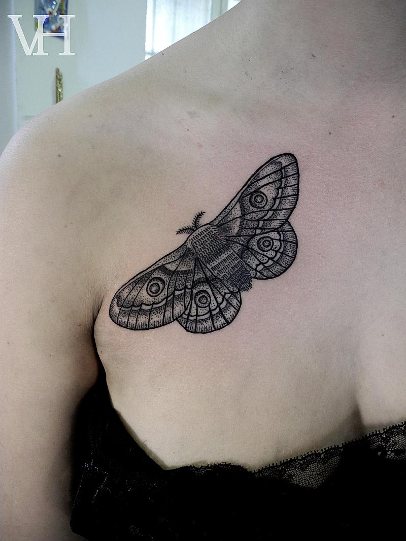 Motte Wz Web Jpg 800 1066 Tatowierungen Geometrisches Tattoo Hirsch